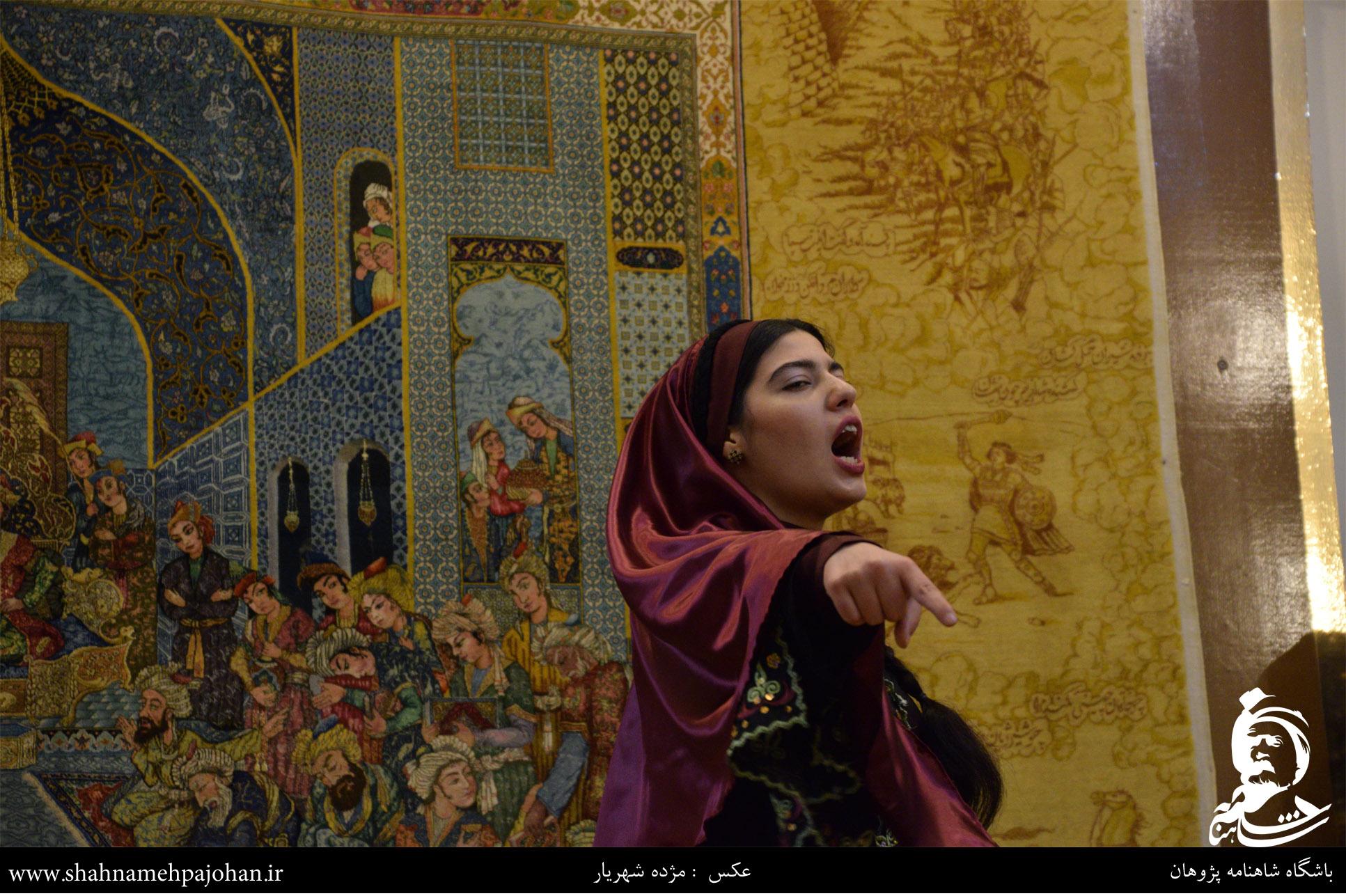 شاهنامه خوانی و نقالی در موزه فرش استاد رسام عرب زاده