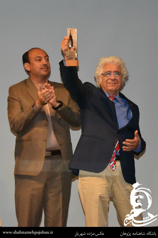 اهدای جایزه سرو ایرانی به لوریس چکناواریان