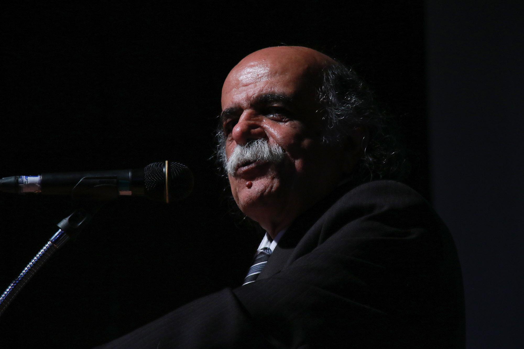 در این درد مردافکن که بن بی دردی را بر می کند / میرجلال الدین کزازی