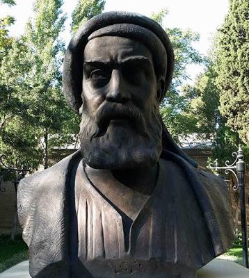 سردیس فردوسی در باغ نگارستان تهران