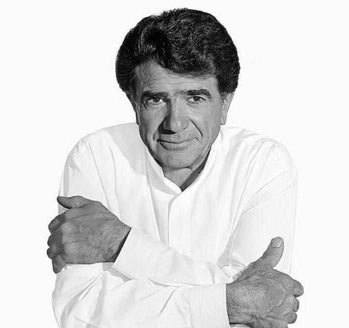 میرجلال الدین کزازی: خُنیا، به سوگ مینشیند